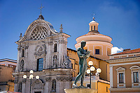 L'Aquila, Abruzzo, Italy, June 2008. The Duomo cathedral. The narrow streets, of the medieval city of L'Aquila, are lined with monumantal buildings. Photo by Frits Meyst/Adventure4ever.com