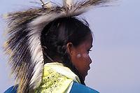 Nativo Americano LAKOTA SIOUX con il copricapo tradizionale.LAKOTA SIOUX native American wearing traditional headdress