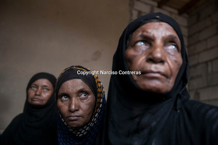 Tuesday 07 July, 2015: Displaced women from the heavy fighting in Sa'bah governorate are seen in a temporary settlement at the outskirts of Beni Hassan, in Hajjah province, Northwest of Yemen. (Photo/Narciso Contreras)