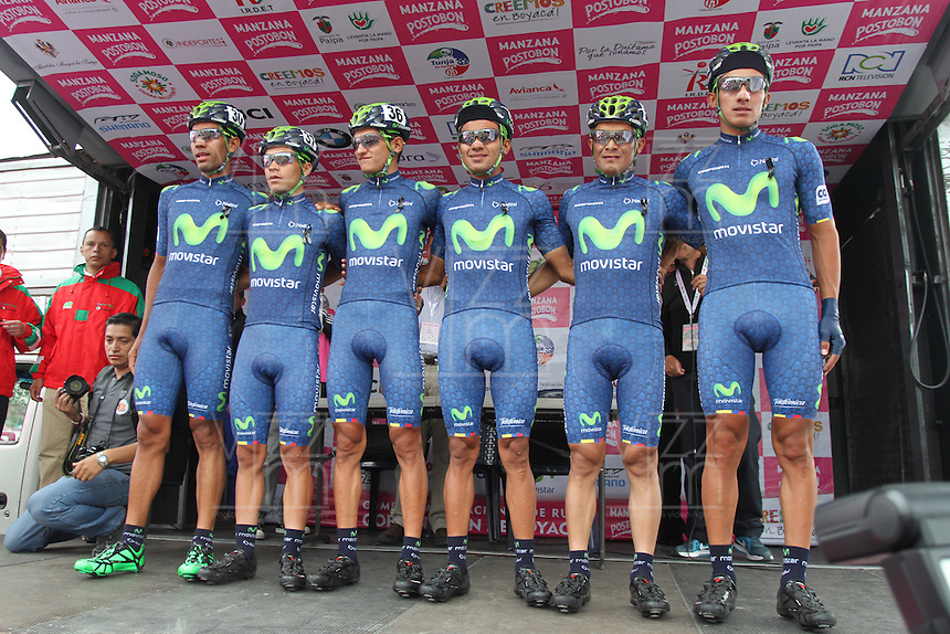 TUNJA - COLOMBIA- 21- 02-2016: Equipo Movistar Team America conformado por Cristian Talero, Omar Alberto Mendoza, Bryan Stiven Ramirez, Edwin Albeiro Sanchez, Wilson Fernando Cepeda, Jaime Alberto Castañeda, Jose Leonel Diaz y Alvaro Duarte durante su presentación previo a la prueba ruta individual categoría elite hombres entre las ciudades de Sogamoso y Tunja en una distancia 174,6 km kilometros de Los Campeonato Nacionales de Ciclismo 2016, que se realizan en Boyaca. / Movistar Team America formed by Cristian Talero, Omar Alberto Mendoza, Bryan Stiven Ramirez, Edwin Albeiro Sanchez, Wilson Fernando Cepeda, Jaime Alberto Castañeda, Jose Leonel Diaz y Alvaro Duarte during their presentation prior the Elite test individual route men between the towns of Sogamoso and Tunja at a distance of 174,6 km of the National Cycling Championships 2016 performed in Boyaca. / Photo: VizzorImage / Cesar Melgarejo / Cont.