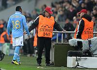 FUSSBALL   CHAMPIONS LEAGUE   SAISON 2011/2012     02.11.2011 FC Bayern Muenchen - SSC Neapel Juan Zuniga (SSC Neapel) bekommt die ROTE KARTE