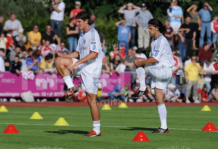 Fussball  International 1. Bundesliga 2009/2010   20.07.2009 FC Bayern Muenchen Trainingslager in Donaueschingen Mario Gomez (li) und Martin Demichelis