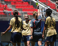 Chile, Chillan:Usa midfield Becky Edwards(c) smile with the yellow card, the referee cristina Ionescu(ROU) during the final match of the Fifa U-20 Women´s World Cup at the Nelson Oyarzún stadium in Chillán , on November 22 2008. Photo by Grosnia/ISIphotos.com