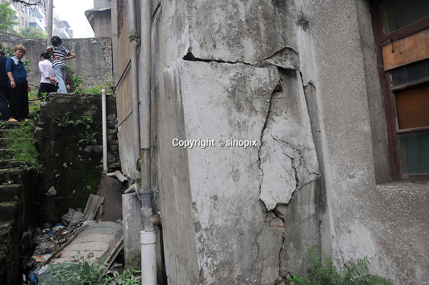 Buildings are cracked in the Huang Gu Po district of Badong on the lower reaches of the Three Gorges Dam.  Several of the new cities are suffering from structural damage due to land and earth movements caused by the 400 kmThree Gorges reservoir.<br /> <br /> PHOTO BY RICHARD JONES-SINOPIX