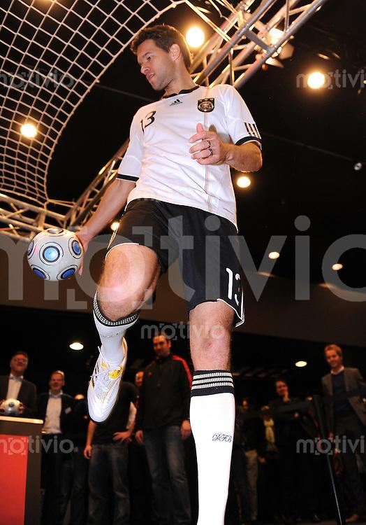 Fussball Nationalmannschaft :  Saison   2009/2010   10.11.2009 ADIDAS WM 2010 Trikot Vorstellung (Teamgeist) Michael Ballack (GER)