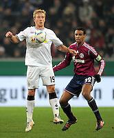Fussball DFB Pokal:  Saison   2011/2012  Achtelfinale  21.12.2011 Borussia Moenchengladbach - FC Schalke 04 Mike Hanke (li, Borussia Moenchengladbach)  gegen Joel Matip (FC Schalke 04)