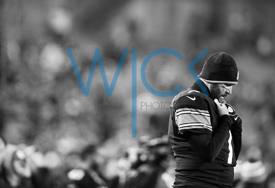 Ben Roethlisberger #7 of the Pittsburgh Steelers prays prior to the game against the Indianapolis Colts at Heinz Field on December 6, 2015 in Pittsburgh, Pennsylvania. (Photo by Jared Wickerham/DKPittsburghSports)