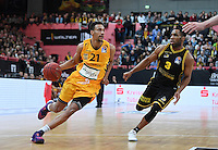 Basketball  1. Bundesliga  2016/2017  Hauptrunde  16. Spieltag  27.12.2016 Walter Tigers Tuebingen - MHP Riesen Ludwigsburg Mauricio Marin (li, Tigers) gegen Tekele Cotten (re, Ludwigsburg)