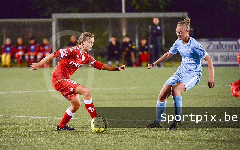 20160902 - OOSTAKKER , BELGIUM : Gent's Margaux Van Ackere (R) and Standard's Yuna Appermont (L) pictured during a soccer match between the women teams of AA Gent Ladies and Standard Femina de Liege  , during the second matchday in the 2016-2017 regular SUPERLEAGUE season, Friday 2 September 2016 . PHOTO SPORTPIX.BE | DIRK VUYLSTEKE