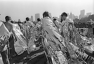 New York City, NY - October 22, 1978<br /> After the race, runners are shrouded in foil like &lsquo;heat sheets&rsquo; to keep them warm, giving them the appearance of having just landed from Mars. <br /> New York City, NY. 22 octobre 1978.<br /> Sur la ligne d&rsquo;arriv&eacute;e dans Central Park, les coureurs ont droit &agrave; une m&eacute;daille et une couverture de survie.