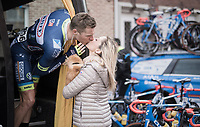 goodluck kiss for Kevin van Melsen (BEL/Wanty-Groupe Gobert) pr&eacute;-race<br /> <br /> 60th E3 Harelbeke (1.UWT)<br /> 1day race: Harelbeke &rsaquo; Harelbeke - BEL (206km)