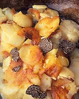 """Europe/France/Aquitaine/24/Dordogne/Périgord/Périgord Noir/Jayac: Pommes de terre sarladaises aux truffes - Recette de Bernard Coulier de l'hôtel-restaurant """"Coulier"""" à """"Laval"""" Sarlignac"""