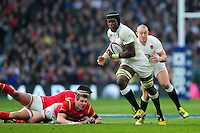 Maro Itoje of England gets past Dan Biggar and Scott Baldwin of Wales. RBS Six Nations match between England and Wales on March 12, 2016 at Twickenham Stadium in London, England. Photo by: Patrick Khachfe / Onside Images