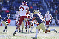 Annapolis, MD - December 3, 2016: Temple Owls wide receiver Keith Kirkwood (89) catches a pass during game between Temple and Navy at  Navy-Marine Corps Memorial Stadium in Annapolis, MD.   (Photo by Elliott Brown/Media Images International)