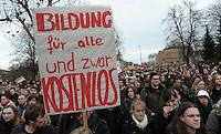 Studentenproteste gegen Zustand und Form des Deutschen Bildungssystems an den Hochschulen und Universitäten. Foto: Norman Rembarz....Norman Rembarz , ( ASV-Autorennummer 41043728 ), Holbeinstr. 14, 04229 Leipzig, Tel.: 01794887569, Hypovereinsbank: BLZ: 86020086, KN: 357889472, St.Nr.: 231/261/06432 - Jegliche kommerzielle Nutzung ist honorar- und mehrwertsteuerpflichtig! Persönlichkeitsrechte sind zu wahren. Es wird keine Haftung übernommen bei Verletzung von Rechten Dritter. Autoren-Nennung gem. §13 UrhGes. wird verlangt. Weitergabe an Dritte nur nach  vorheriger Absprache...GPS:  Länge - E12°22.021' .            Breite - N51°20.080'