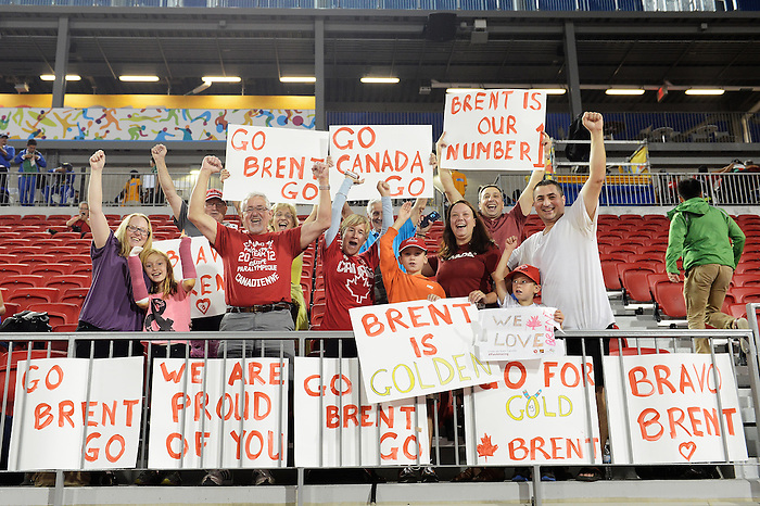 Toronto, ON - Aug 14 2015 - Family and Friends of Brent Lakatos cheer him on as she competes in the Men's 400m T53 Final in the CIBC Athletics Stadium during the Toronto 2015 Parapan American Games  (Photo: Matthew Murnaghan/Canadian Paralympic Committee)