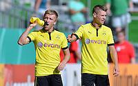 FUSSBALL   DFB POKAL   SAISON 2012/2013   1. Hauptrunde FC Oberneuland - Borussia Dortmund            18.08.2012 Durst: Jakub  KUBA Blaszczykowski (li) und Lukasz Piszczek (re, Borussia Dortmund) an der Flasche