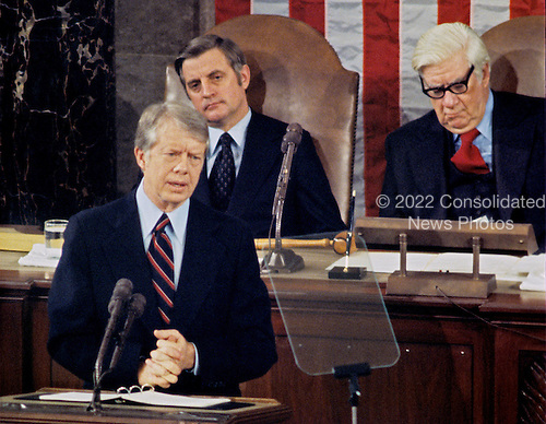 United States President Jimmy Carter delivers his State of the Union Address to a joint session of the US Congress in the US House Chamber in the US Capitol on January 20, 1978.  Seated behind the President is US Vice President Walter Mondale, left, and the Speaker of the US House of Representatives Tip O'Neill (Democrat of Massachusetts), right.<br /> Credit: Arnie Sachs / CNP