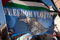 Roma 14 Maggio 2011.Manifestazione nazionale contro l'assedio a Gaza, per la libertà della Palestina, in sostegno alla Freedom Flotilla. La bandiera  della Freedom Flotilla.
