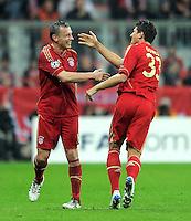 FUSSBALL   CHAMPIONS LEAGUE  VIERTELFINAL RUECKSPIEL   2011/2012      FC Bayern Muenchen - Olympic Marseille          03.04.2012 Auswechslung von Ivica Olic (li,) fuer Mario Gomez (FC Bayern Muenchen)