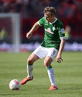 Fussball 1. Bundesliga   Saison  2012/2013   34. Spieltag   1. FC Nuernberg - SV Werder Bremen       18.05.2013 Clemens Fritz (SV Werder Bremen) am Ball