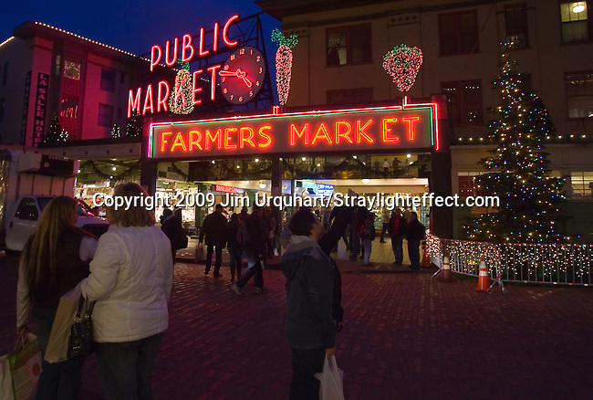 Jim Urquhart/Straylighteffect.com The Pike Place Market in Seattle Washington. 12/22/2009 - Jim Urquhart/Straylighteffect.com