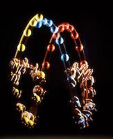HANDS JUGGLING: 3-ball cascade - stroboscopic<br /> Show Parabolic Trajectory &amp; Constant Acceleration