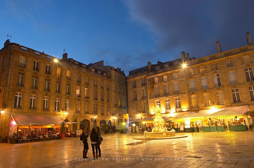 Place du Parlement restaurant terrace bordeaux france