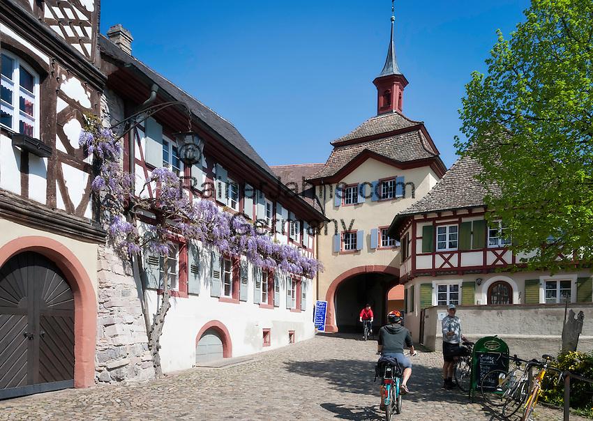 deutschland baden wuerttemberg burkheim am kaiserstuhl historische altstadt mit stadttor. Black Bedroom Furniture Sets. Home Design Ideas