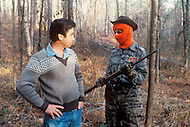 Region of Huntsville, AL - December 6th and 7th 1980<br /> Bill Wilkinson the Wizard of the Invisible  Empire of the KKK, with members of the Secret Army. There's a camp of Special Forces of the KKK. <br /> We are a small group of journalists invited to witness their training Deep in a forest of Alabama, bordering Tennessee, training ground for the Ku Klux Klan&rsquo;s secret army R&eacute;gion de Huntsville, Alabama. 6 et 7 d&eacute;cembre 1980.<br /> Nous sommes un petit groupe de journalistes invit&eacute;s &agrave; un entra&icirc;nement des troupes arm&eacute;es du Ku Klux Klan. On nous a band&eacute; les yeux et nous avons d&ucirc; passer une nuit dans la for&ecirc;t pour assister au petit matin &agrave; un exercice militaire et de tirs d'un groupe arm&eacute; et cagoul&eacute;. On nous a dit que dans cet &eacute;tat ils avaient le droit d'avoir des armes et de s'entra&icirc;ner, non pas &agrave; tuer mais &agrave; d&eacute;fendre la culture de la race blanche.