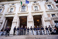 Roma 2 Ottobre 2015<br /> Centinaia di studenti sono scesi in piazza a Roma per protestare contro la riforma della scuola  &quot;La buona Scuola&quot; del Governo Renzi. Carabinieri in tenuta antisommossa davanti al ministero dell'Istruzione<br /> Rome October 2, 2015<br /> Hundreds of students took to the streets in Rome to protest against school reform &quot;Good School&quot; built by Italian Prime Minister Matteo Renzi. Anti riots carabinieri take position in front of the Education Minister building in Rome