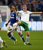 FUSSBALL   1. BUNDESLIGA   SAISON 2013/2014   12. SPIELTAG FC Schalke 04 - SV Werder Bremen                           09.11.2013 Kevin-Prince Boateng (li, FC Schalke 04) gegen Felix Kroos (re, SV Werder Bremen)
