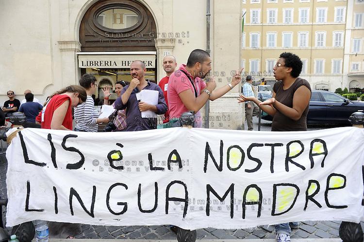 Roma, 7 Giugno 2011.Piazza Montecitorio.Manifestazione del Movimento LIS lingua italiana dei segni  per il riconoscimento della lingua subito e l'approvazione della C 4207..