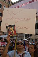 """Roma 26 Settembre 2009.Manifestazione per """"Agenda Rossa"""",l'agenda sottratta al magistrato Paolo Borsellino ucciso dalla mafia nel 1992 e per giustizia e verità sulle stragi di mafia..Demonstration for """"Red Agenda"""", the notebook escaped to the magistrate Paolo Borsellino killed by the mafia in 1992 and for justice and truth on the slaughters of mafia.."""