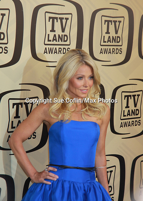 """All My Children Kelly Ripa wearing Jason Wu hosts the 10th Anniversary of the TV Land Awards on April 14, 2012 to honor shows """"Murphy Brown"""", """"Laverne & Shirley"""", """"Pee-Wee's Playhouse"""", """"In Loving Color"""" and """"One Day At A Time"""" and Aretha Franklin at the Lexington Armory, New York City, New York. (Photo by Sue Coflin/Max Photos)"""