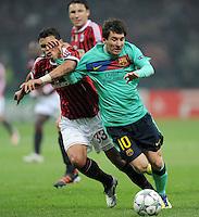 FUSSBALL   CHAMPIONS LEAGUE   SAISON 2011/2012     23.11.2011 AC Mailand - FC Barcelona Lionel Messi (re, Barca) gegen Thiago Silva (AC Mailand)