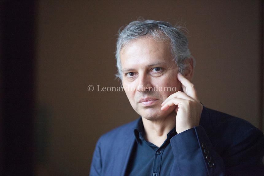 Armando Massarenti (Eboli, 1961) è un filosofo ed epistemologo italiano. Dal 12 giugno 2011 è responsabile del supplemento culturale Il Sole-24. Pordenonelegge settembre 2016. Leonardo Cendamo