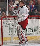 2/12/05  Omaha, NE University of Nebraska at Omaha goalie Chris Holt. (photo by Chris Machian/ Prarie Pixel Group)