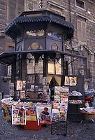 Mantova, antica edicola di giornali in stile Liberty realizzata alla fine dell'Ottocento, restaurata dal FAI.<br /> Mantua, old newspaper stand Art Nouveau built in the late nineteenth century, restored by the FAI.