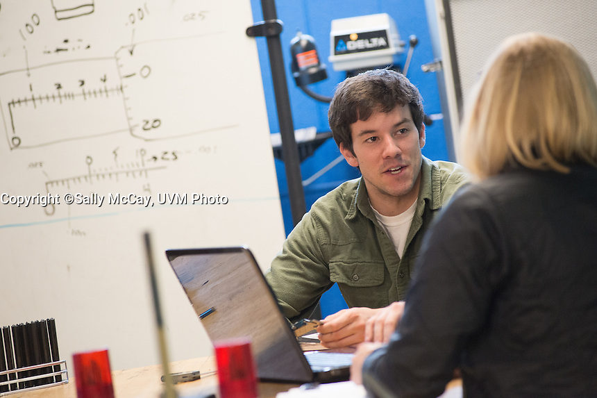 CEMS Students work on final projects
