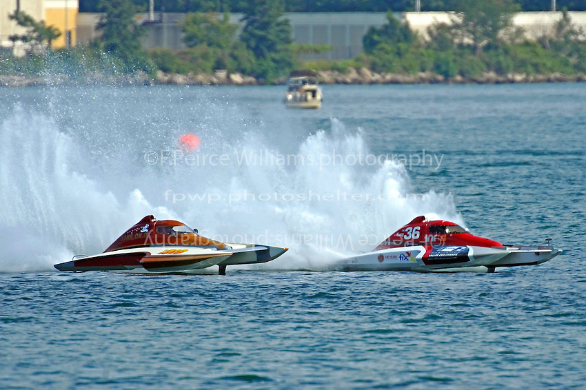 "CS-36 and Kent Henderson, CS-519 ""Bank On It""   (2.5 Litre Stock hydroplane(s)"
