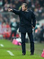 FUSSBALL   1. BUNDESLIGA  SAISON 2012/2013   21. Spieltag  FC Bayern Muenchen - FC Schalke 04                     09.02.2013 Trainer Jens Keller (FC Schalke 04) engagiert an der Seitenlinie