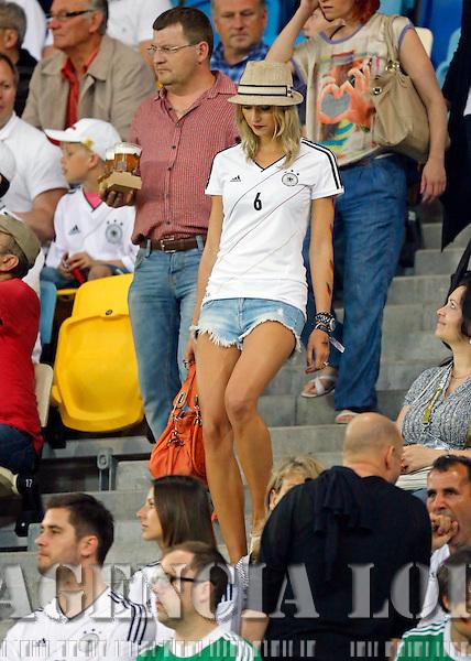 Lena Gehrke, Freundin von Samy Khedira DEUTSCHLAND - PORTUGAL ( : )..Gruppenspiel, Gruppe B , Deutsche Fussball Nationalmannschaft, DFB EM Euro 2012 am  09.06.2012 in Lviv, Lemberg, U K R A I N E Europameisterschaft 2012 in P o l e n, U k r a i n e..Fotograf: Peter Schatz..www.peterschatz.com..0171-8300650..ps@magics.de.. *** Local Caption ***  Foto ist honorarpflichtig nach MFM.. St.nr: 112/266/60560,  Honorar zuzuegl. Mwst. 7%..M ue n c h n e r B a n k BLZ 70190000 , Nr.7651562..BIC: GENODEF1M01  ..IBAN: DE78 7019 000 0000 7651562....Es gelten ausschliesslich die AGB von Peter Schatz..Auszug:..III. Nutzungsrechte..1. Der Kunde erwirbt grundsaetzlich nur ein einfaches Nutzungsrecht zur einmaligen Verwendung...6. Der Kunde ist nicht berechtigt, die ihm eingeraeumten Nutzungsrechte ganz oder teilweise auf Dritte, auch nicht auf andere Konzern- oder Tochterunternehmen, zu uebertragen...