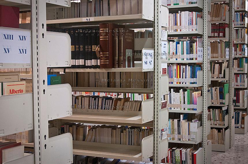 Palermo: Centro Arrupe, la ricchissima biblioteca<br /> Palermo: the important library of the institute of Political Education of the Jesuits &quot;Pedro Arrupe&rdquo;