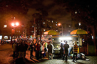 People line up to eat food prepared by the Vendly brothers, finalists of the 2006 Vendy Awards in New York City, USA, 22 October 2006. The annual event - a cook-off - determines the best street food vendor in the city. Samiul Haque Noor from Pakistan who operates a cart on 73rd street and Broadway won the 2006 title.<br />
