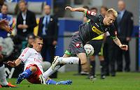 FUSSBALL   1. BUNDESLIGA   SAISON 2011/2012    6. SPIELTAG Hamburger SV - Borussia Moenchengladbach            17.09.2011 Robert TESCHE (li, Hamburg) foult Marco REUS (re, Moenchengladbach)