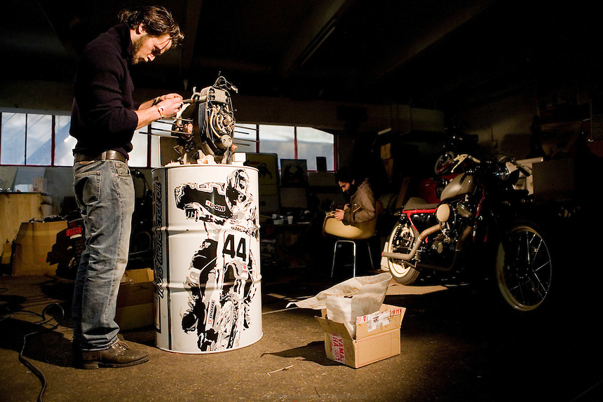 blitz motorcycles c lia pernot studio de photographie paris france. Black Bedroom Furniture Sets. Home Design Ideas