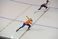 SCHAATSEN: CALGARY: Olympic Oval, 09-11-2013, Essent ISU World Cup, 500m, Karolina Erbanová (CZE), Laurine van Riessen (NED), , ©foto Martin de Jong