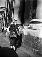 Maureen O'Carroll arriving at High Court for Batchelors Peas Case .29/09/1954..Maureen O'Carroll (n&eacute;e McHugh; 29/03/1913 - 09/05/1984) was an Irish Labour Party politician who sat from 1954 to 1957 as Teachta D&aacute;la (TD) for Dublin North Central..A school teacher and mother of ten children (see Brendan O'Carroll), O'Carroll was educated at University College Galway and entered politics as a founder of the Lower Prices Council, which campaigned against high prices, scarcity and black marketeering in the aftermath of World War II.[1].She was elected to D&aacute;il &Eacute;ireann on her first attempt, at the 1954 general election to the 15th D&aacute;il, when she was the third candidate to be elected in the three-seat Dublin North Central constituency, defeating sitting Fianna F&aacute;il TD Colm Gallagher. She served as Labour's Chief Whip from 1954 to 1957..At the 1957 general election, she was defeated and Gallagher retook the seat. O'Carroll did not stand again for election to the D&aacute;il...