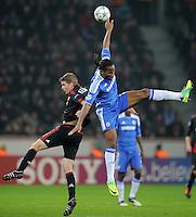FUSSBALL   CHAMPIONS LEAGUE   SAISON 2011/2012   GRUPPENPHASE Bayer 04 Leverkusen - FC Chelsea    23.11.2011 Didier DROGBA (re, Chelsea) gegen Lars BENDER (li, Leverkusen)